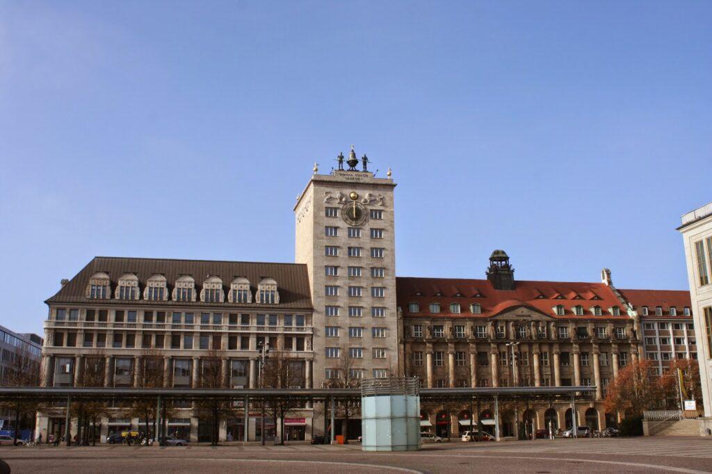 Das erste Hochhaus der Stadt war das Krochhochhaus am Augustusplatz