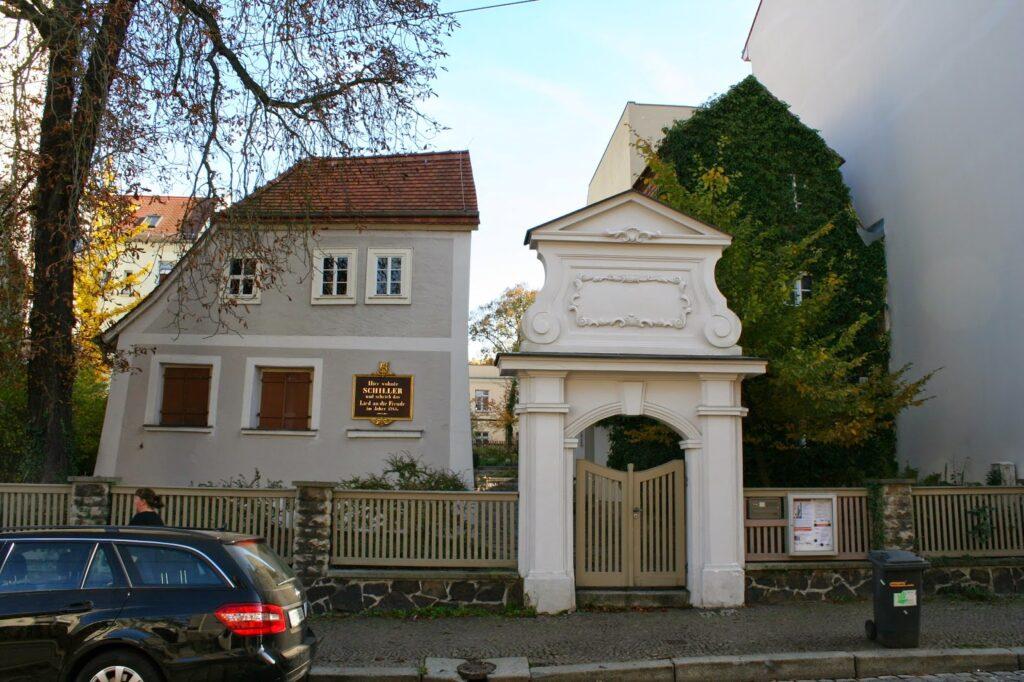 Das Schillerhaus in der Menckestraße wurde 1717 erbaut - Schillers Sommerquartier im Jahr 1785