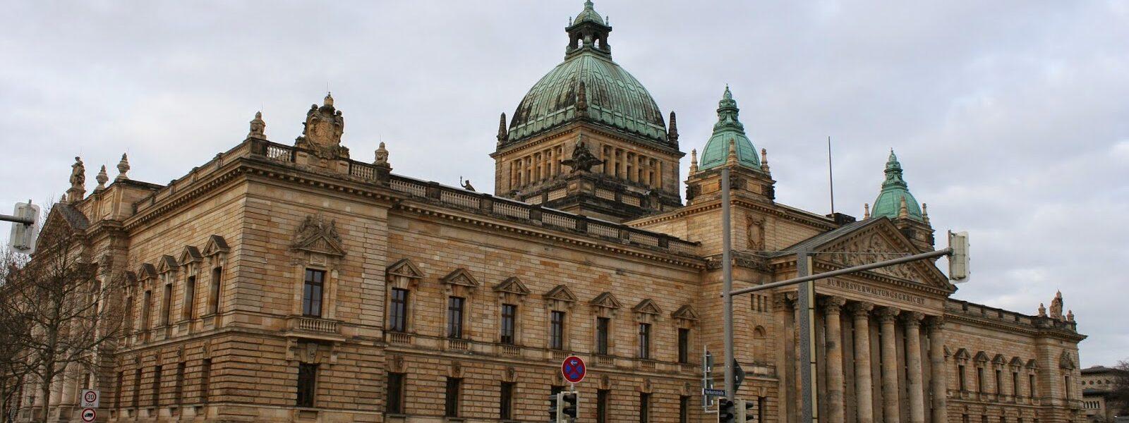 Sehenswürdigkeiten der Stadt - das Gebäude des Bundesverwaltungsgerichts am Simsonplatz