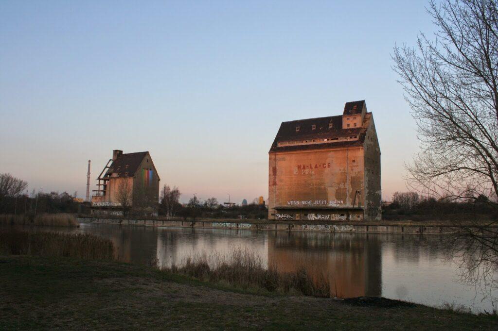 Auch der Karl-Heine-Kanal sollte dem Lindenauer Hafen schon zu damaliger Zeit angebunden werden, seit 2012 wird dieses Projekt in die Realität umgesetzt