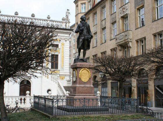 Goethe-Statue am Leipziger Naschmarkt vor der alten Handelsbörse
