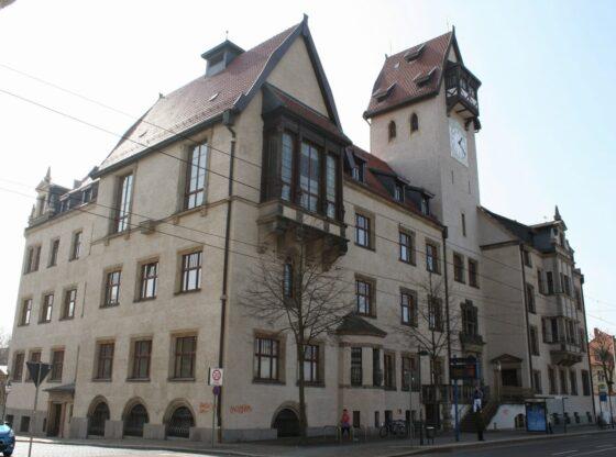 Rathaus Schönefeld in der Leipziger Ossietzkystraße