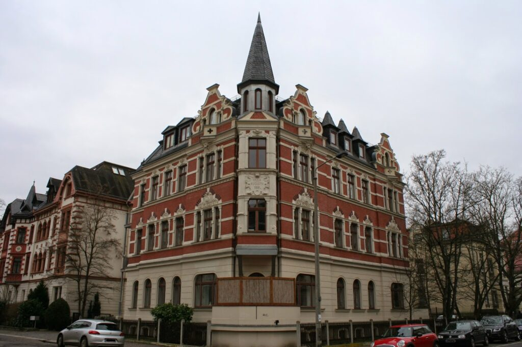 Die Villa Augusta im Stadtteil Gohlis wurde laut der Aufschrift im Jahr 1891 erbaut - leider gibt es zu diesem Gebäude keine Geschichte