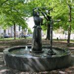 "Brunnen ""Tanzende Figur"" am Waldplatz"