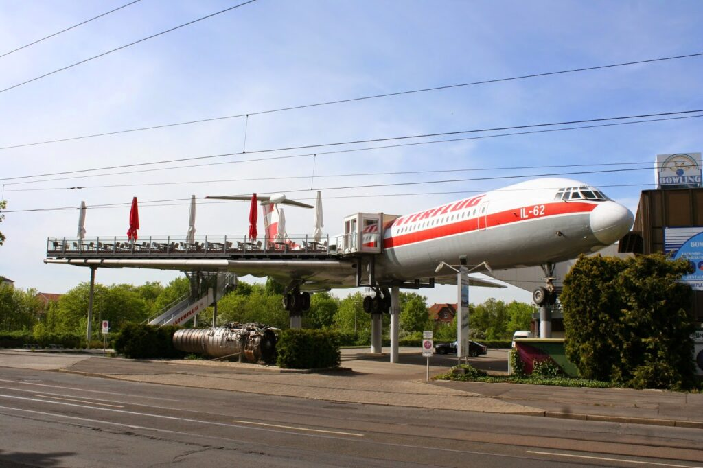 die IL-62 mit dem Restaurant auf der Tragfläche