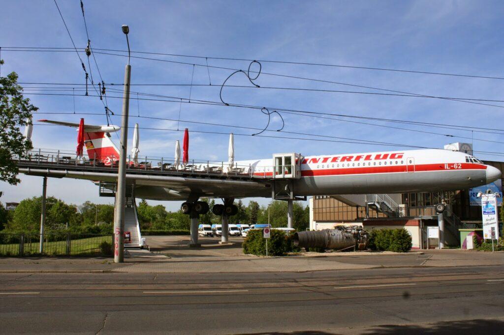 63 Meter lange Iljuschin IL-62 in der Arno-Nitzsche-Straße