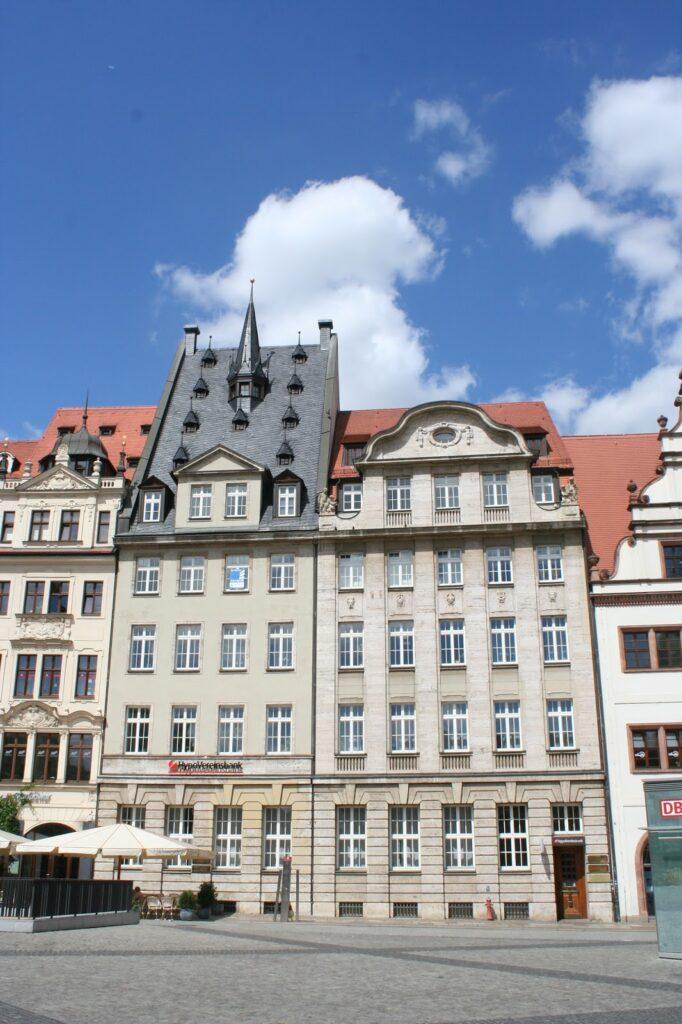 """Gebäude Markt 5 (rechts) und 6 (links) - letzteres bis 1922 als """"Baarmanns Hof"""" bekannt"""