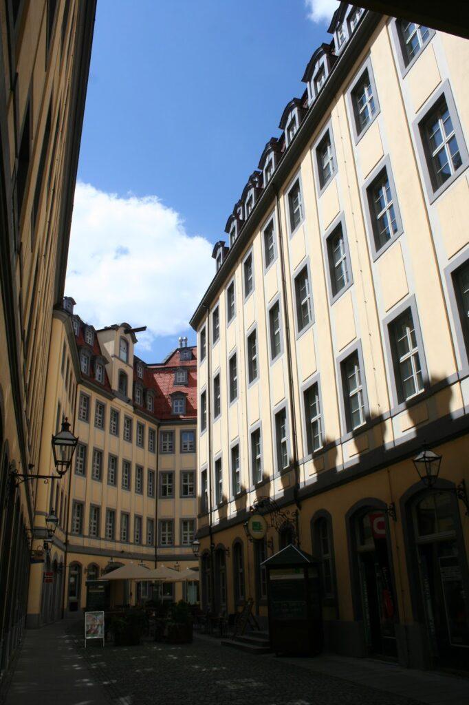 Barthels Hof mit 4 stöckigen Gebäuden