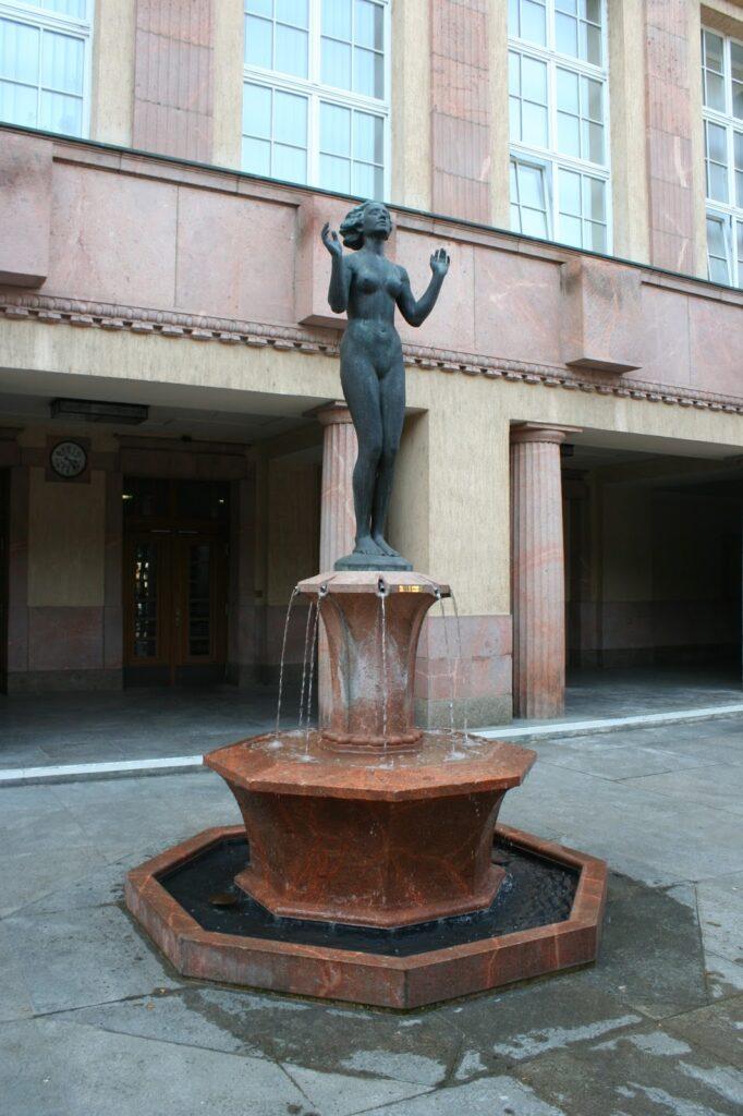 Brunnen vor der allg. Ortskrankenkasse