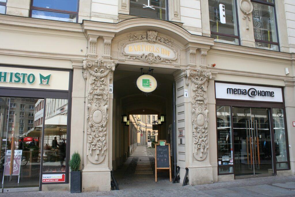 Eingang in den Barthels Hof vom Markt