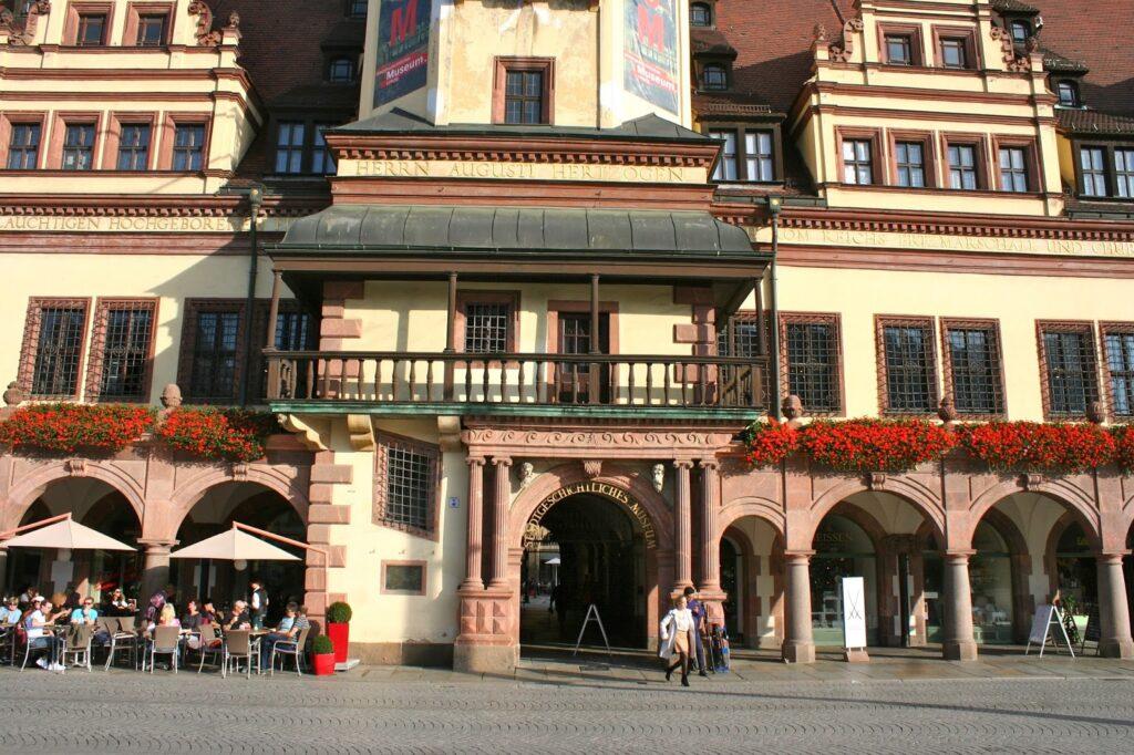 Altes Rathaus Leipzig mit Durchgang zum Naschmarkt