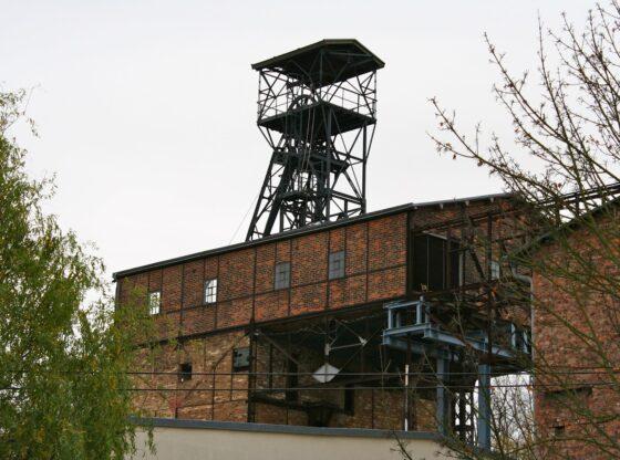alte Förderanlage mit Förderturm des Dölitzer Schachtes in Leipzig