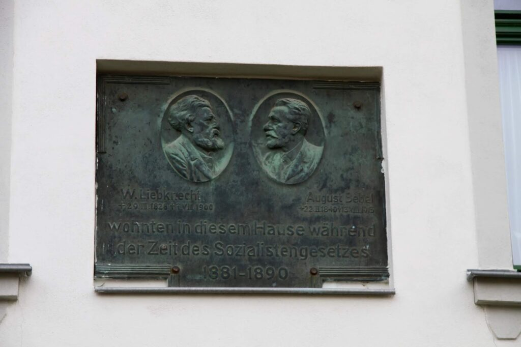 Gedenktafel am Haus an Wilhelm Liebknecht und August Bebel