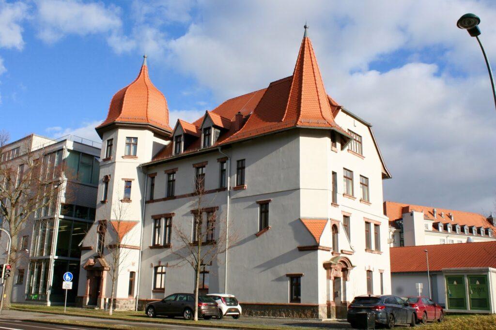 ehemaliges Verwaltungsgebäude Schokoladenfabrik Riquet, später KONSÜ in Markkleeberg