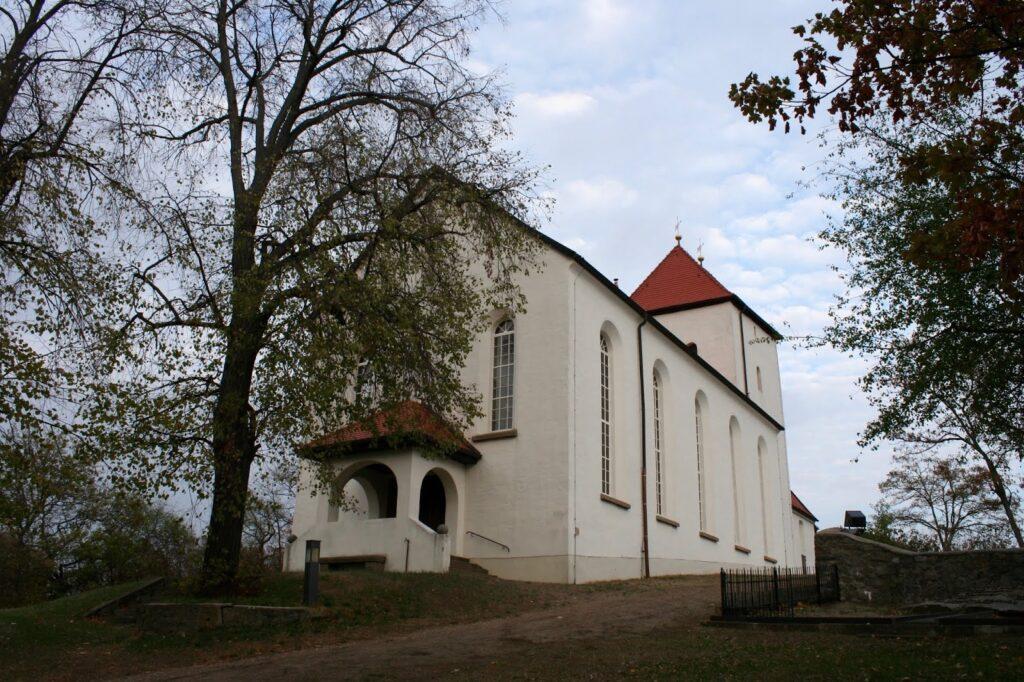 Wehrkirche auf dem Berg in Beucha