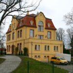 Herrenhaus mit Toranlage in Großdeuben