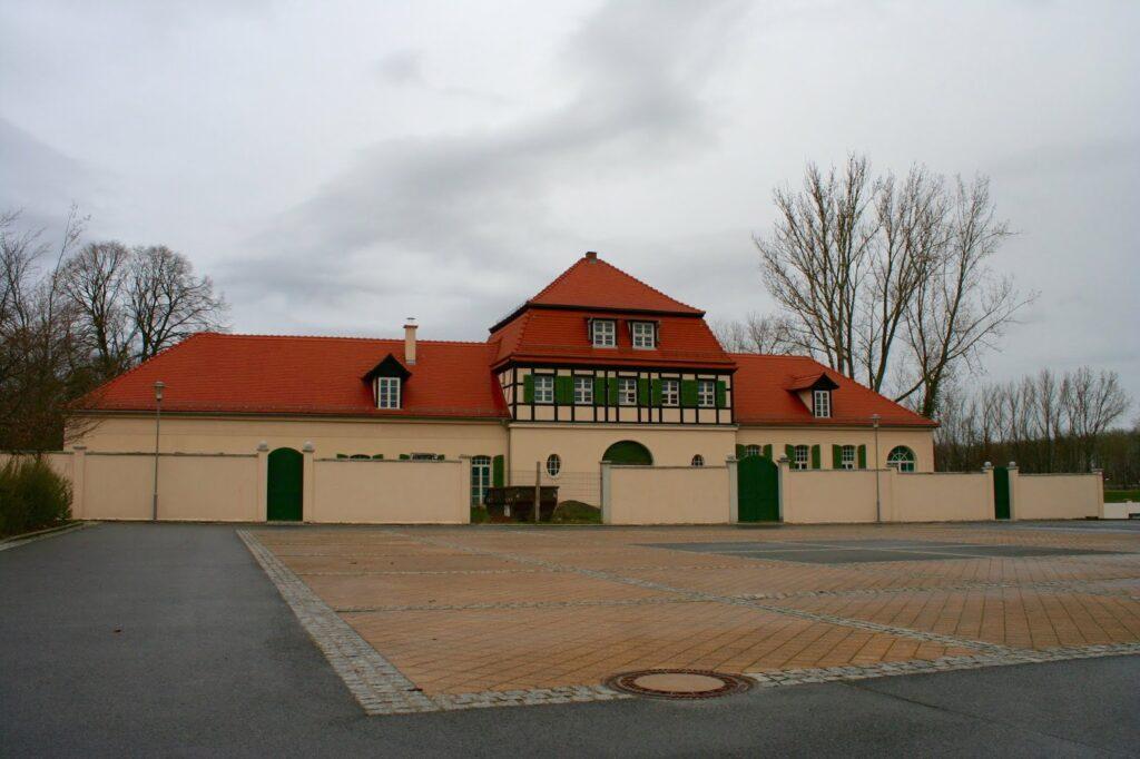 Torhaus und Toranlage in Probstdeuben - Großdeuben von vorn