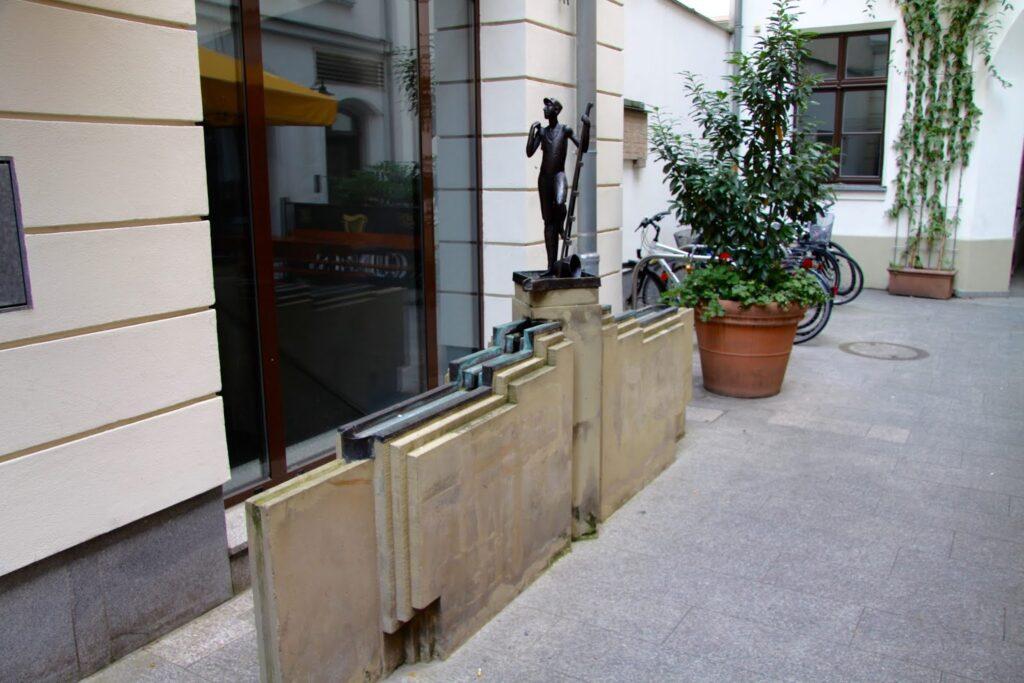Fensterputzerbrunnen in der Handwerkerpassage Leipzig