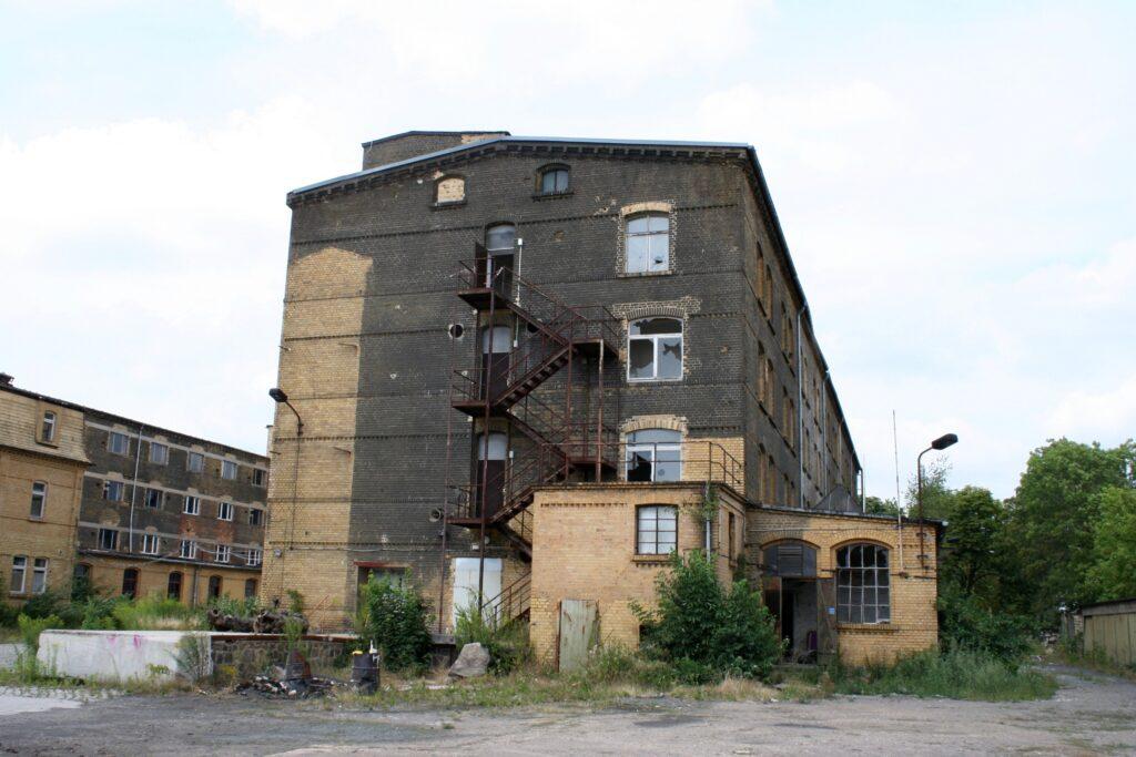 längst vergessene Hallen auf dem alten Borsdorfer VEB Gelände, in dem einst Kunstleder für die DDR und den Export hergestellt wurde