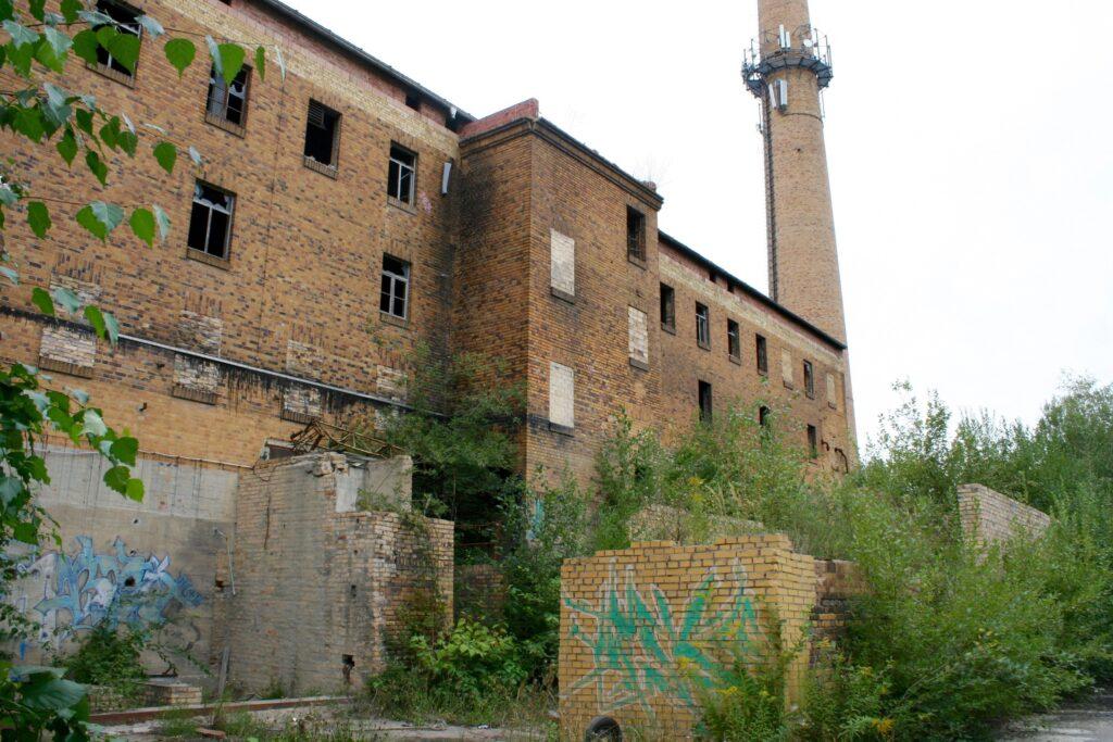 Verfallene Halle des alten Thonwerks Fischer & Calov in Leipzig Liebertwolkwitz