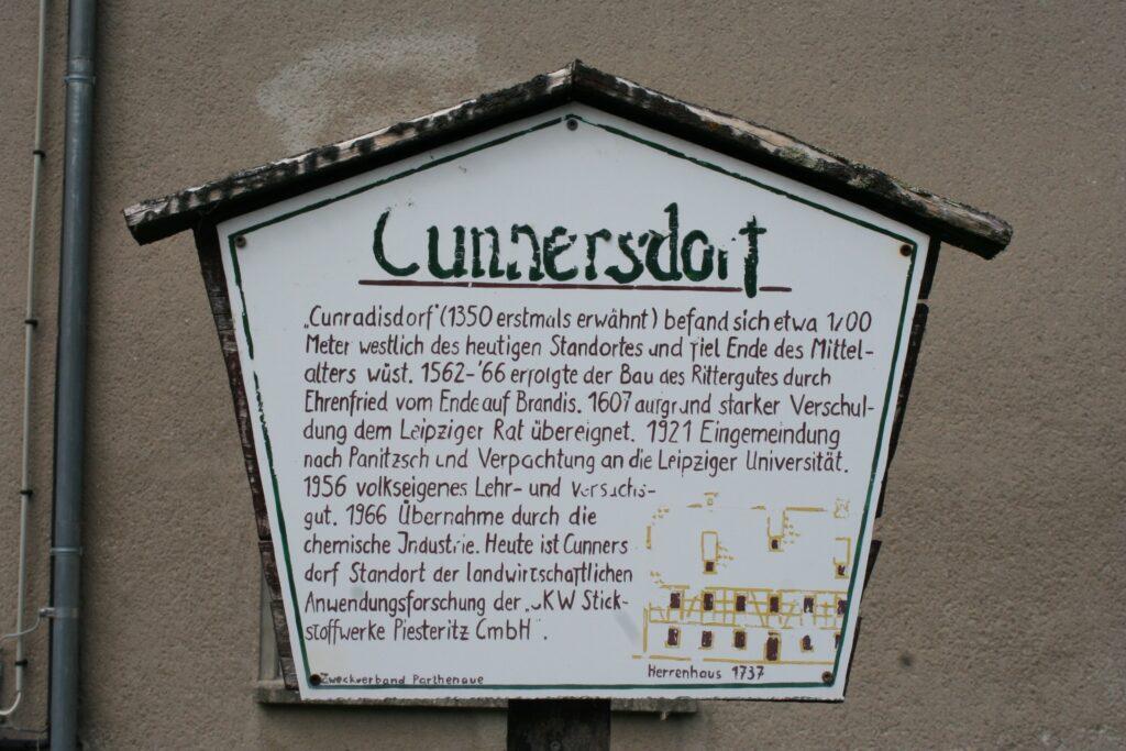 Informationstafel über die Geschichte des Cunnersdorfer Rittergutes