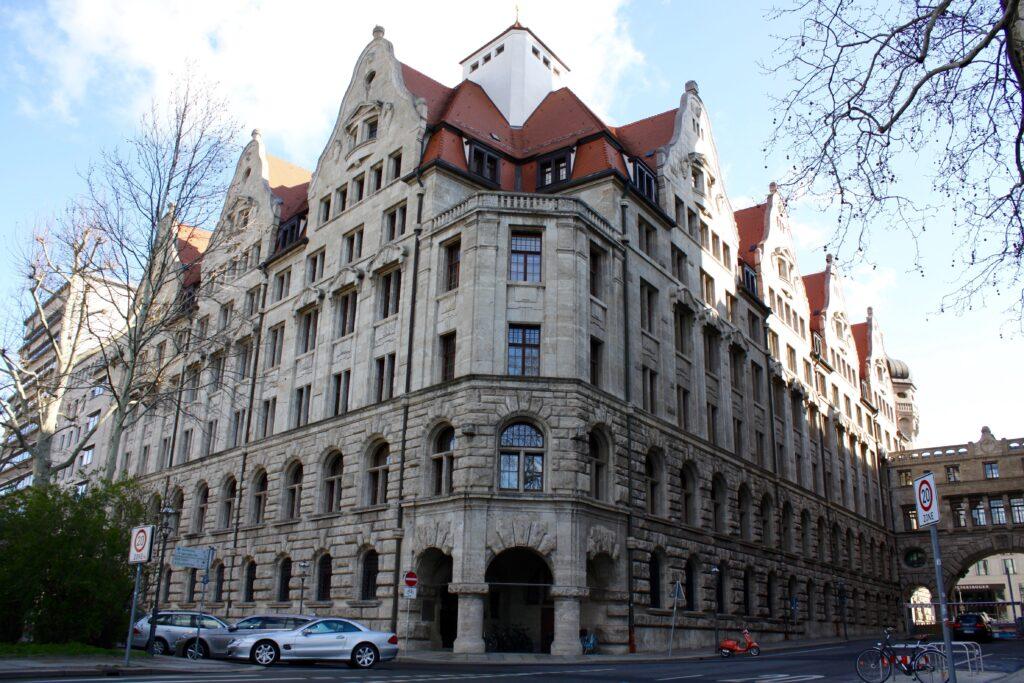 Leipziger Stadthaus neben dem Neuen Rathaus - nicht nur das Standesamt ist im Gebäude beheimatet