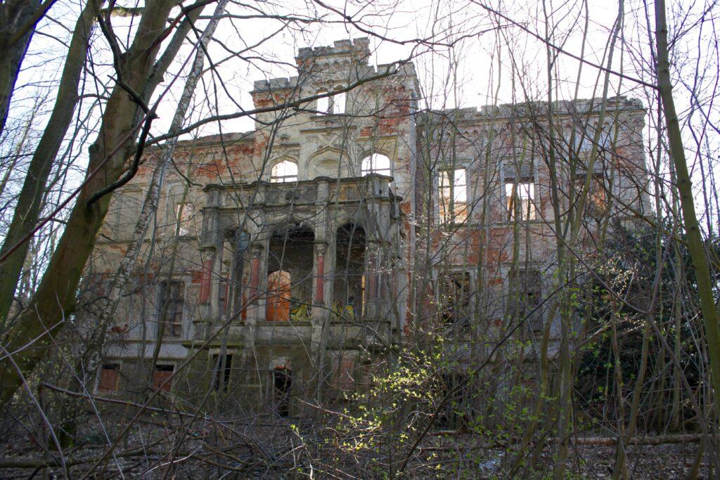 Schlossruine Thierbach bei Kitsches - einst ein wunderschönes Schloss mit angrenzendem Park