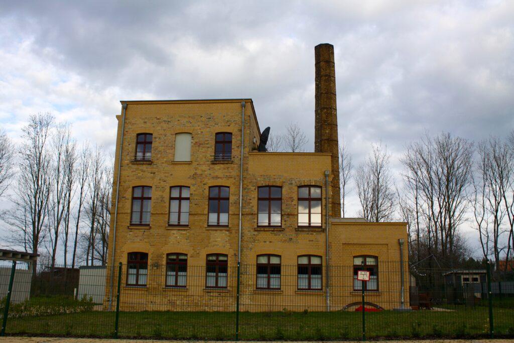 alte Fabrik mit Schornstein der Ziegelei Kornagel in Leipzig Stötteritz