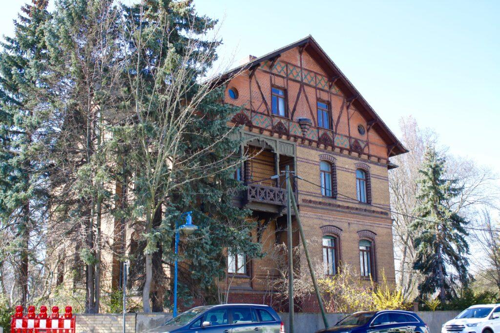 das einzige Überbleibsel der damals größten Fabrik in Borsdorf - die Villa von Heinrich Kretschmann