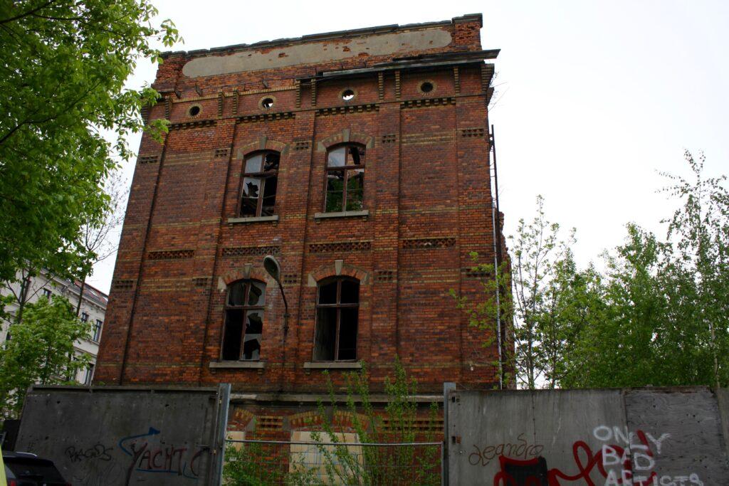 Industriebauten in Leutzsch - nach einem Brand 1999 war von der Pianoforte-Mechanik-Fabrik nicht mehr viel übrig