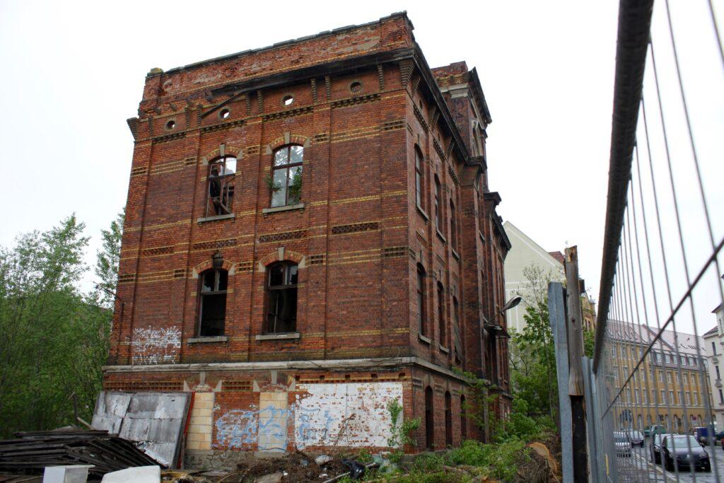 Kopfbau der alten Flügel- und Pianomechaniken-Fabrik in der Franz-Flemming-Strasse 41