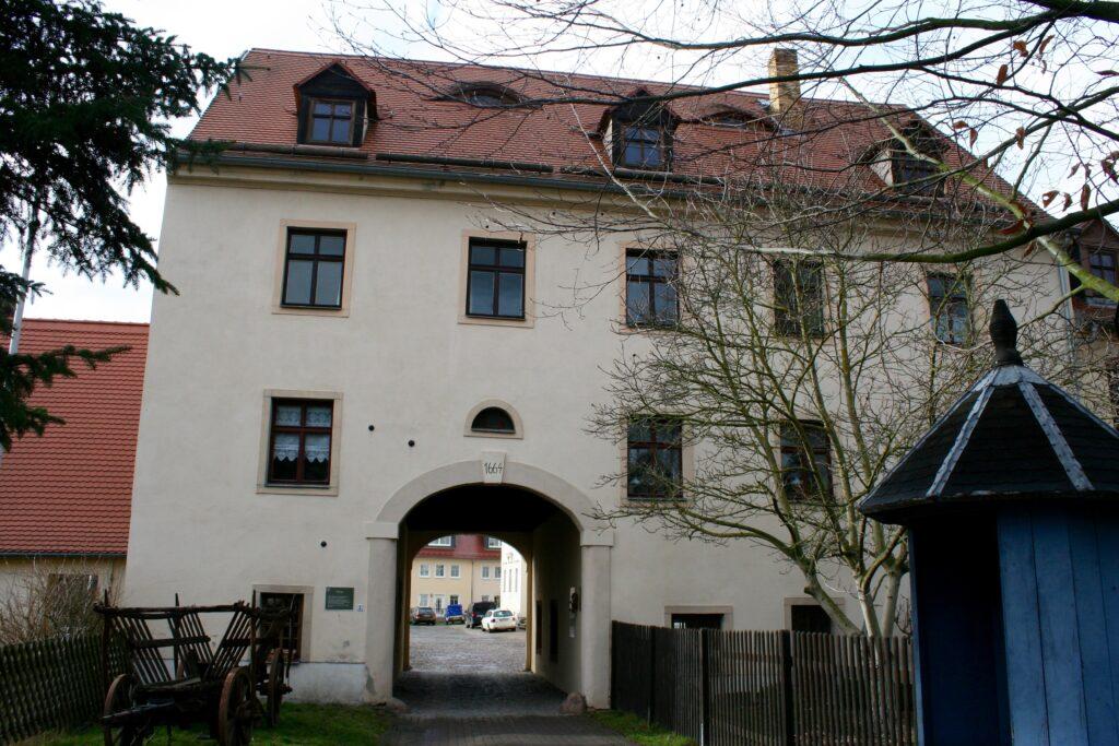 das Markkleeberger Torhaus neben dem Schloss erhielt 1664 die heutige Gestalt