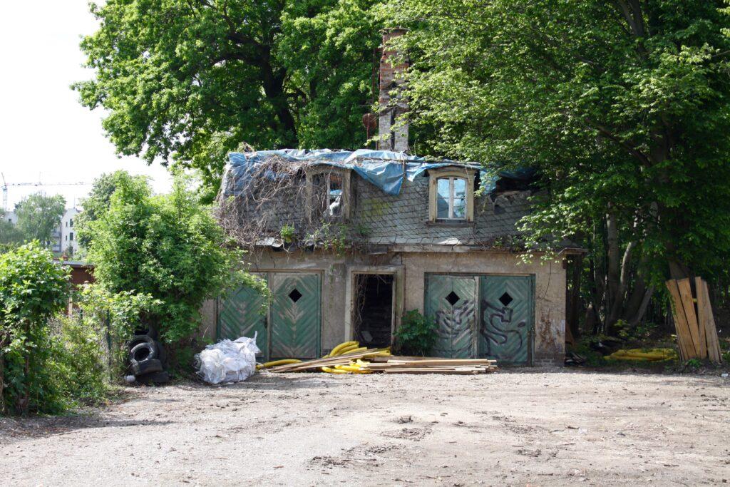 die Garagen auf dem Grundstück Hans-Driesch-Strasse 17 wurden 1938 erbaut