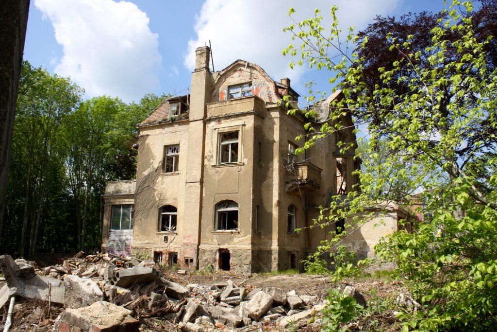 einst eine prächtige Villa mit vielen Extras - im Mai 2020 zeigt sich nur noch eine Ruine in Leutzsch