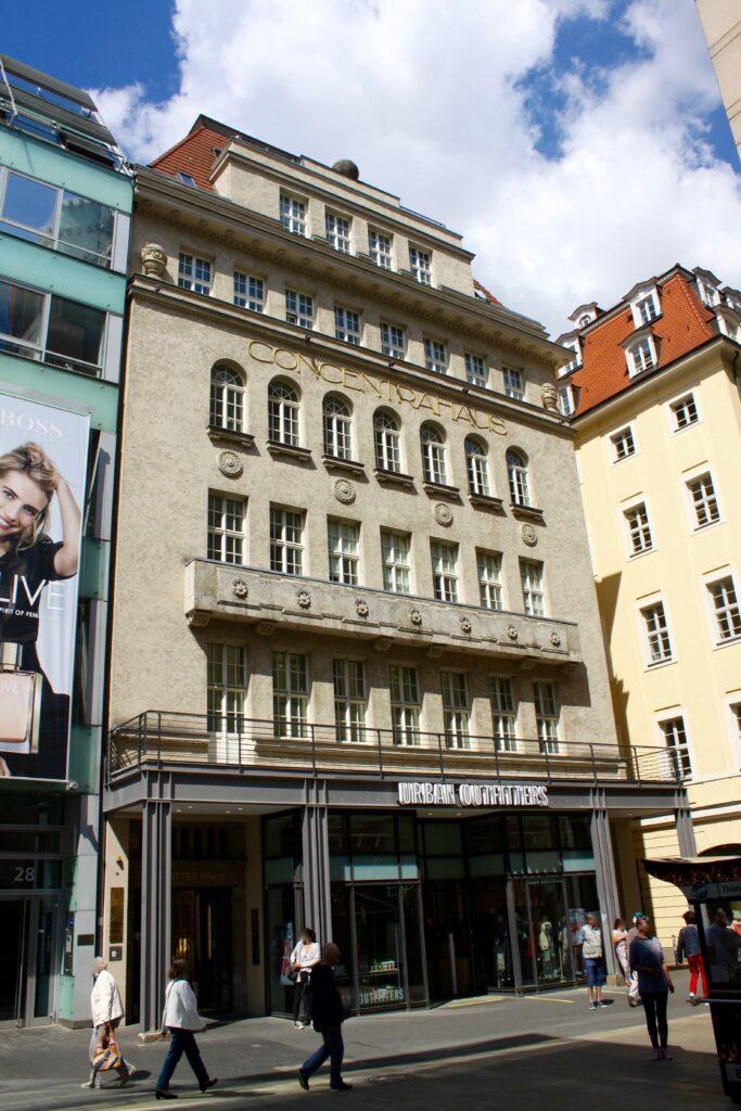 von 1920 bis 1921 wurde Concentra-Haus in der Onnenstadt errichtet - vorher befand sich das Schletterhaus an diesem Standort