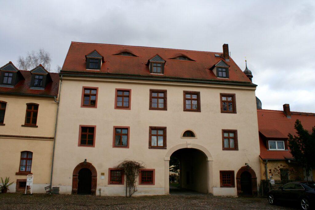zur Völkerschlacht hart umkämpft - Torhaus Markkleeberg neben dem Schloss auf dem damaligen Rittergut