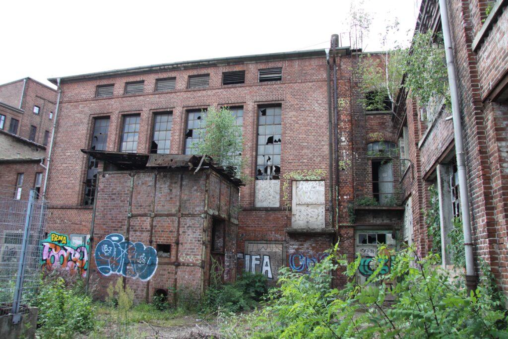 die alten Industriehallen der ehemaligen VEB Galvanotechnik in der Torgauer Straße Sellerhausen - einst als Dr. G. Langbein, Leipzig, Chemische Fabrik für Galvanoplastik und Metallindustrie gegründet