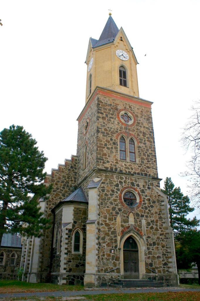 Kirche Sommerfeld am Arnoldplatz
