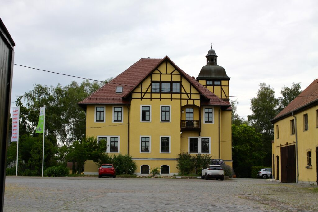 ehemaliges Ratsgut Sommerfeld bzw. Engelsdorf bis 1945 am Arnoldplatz