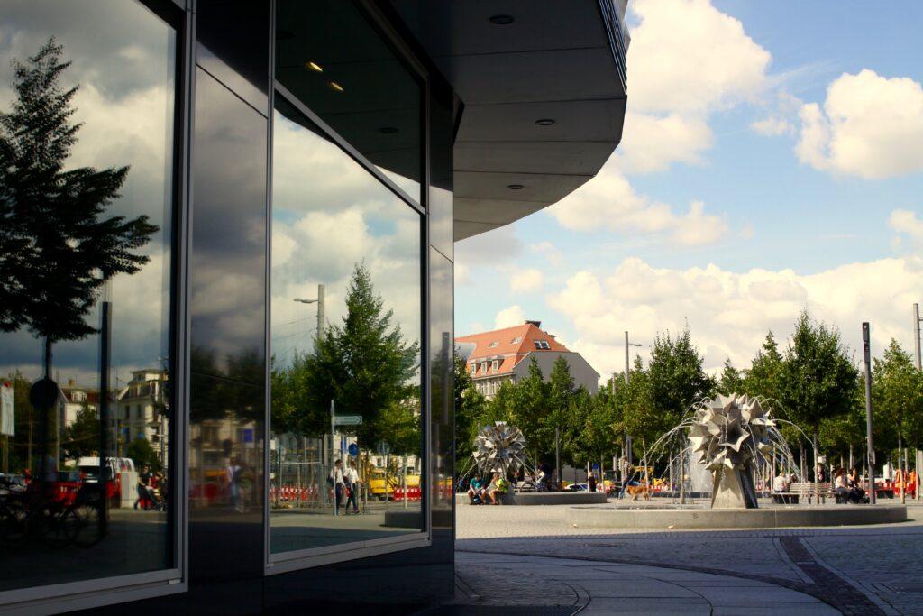 Pusteblumen Springbrunnen auf dem Richard-Wagner-Platz