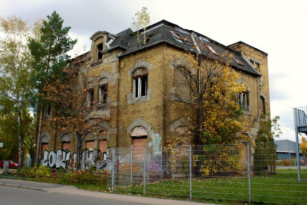 Übrig gebliebenes Wohnhaus aus dem 1900 Jahrhundert an der Paunsdorfer Strasse 70