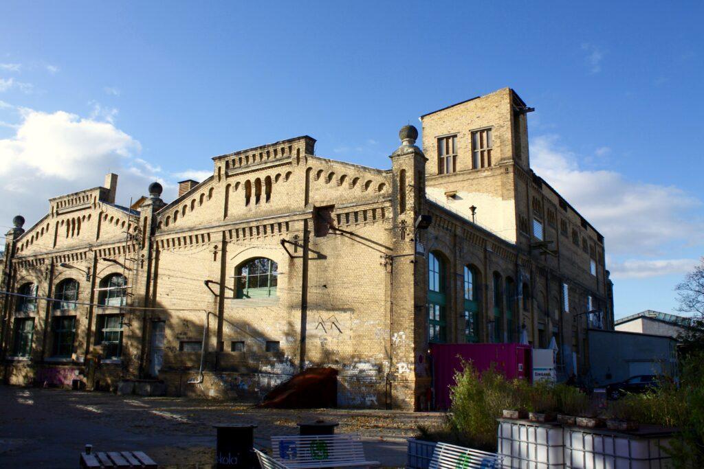 der alte Industriebau wurde 1964 zum Heizkraftwerk des VEB Energiekombinats - 2014 Umbau zum Kulturzentrum in Neulindenau