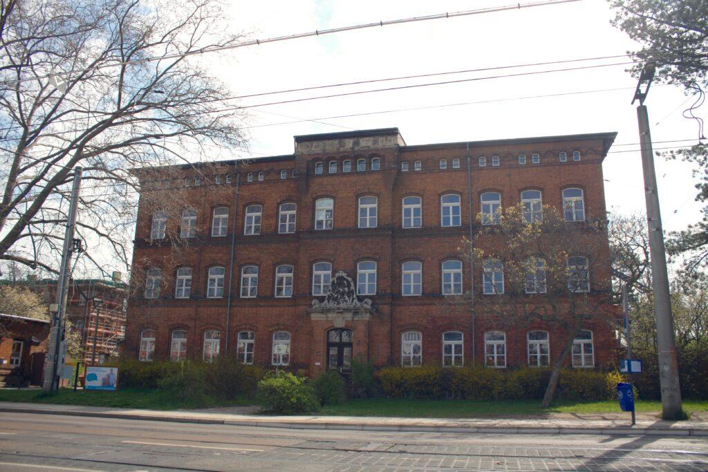"""Die """"ehem. Städtische Arbeitsanstalt"""" in der Riebeckstrasse 63 - hier das Haupthaus"""
