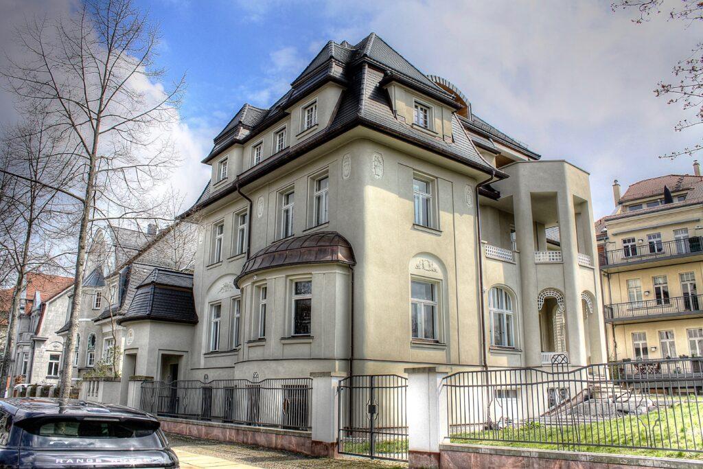 Eingangsportal zur Villa Linnemann am Kickerlingsberg
