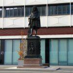 Leibnizdenkmal im Uni-Campus