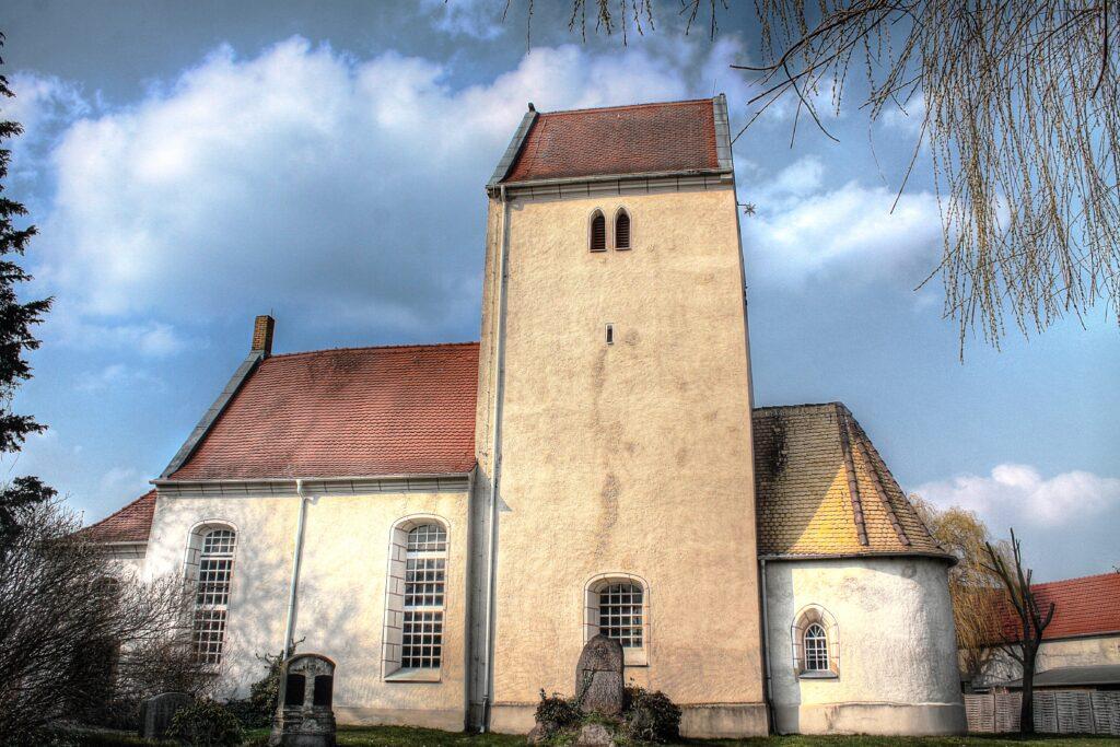 Die Hirschfelder Kirche in der Hersvelder Sse 31 wurde 1721 renoviert