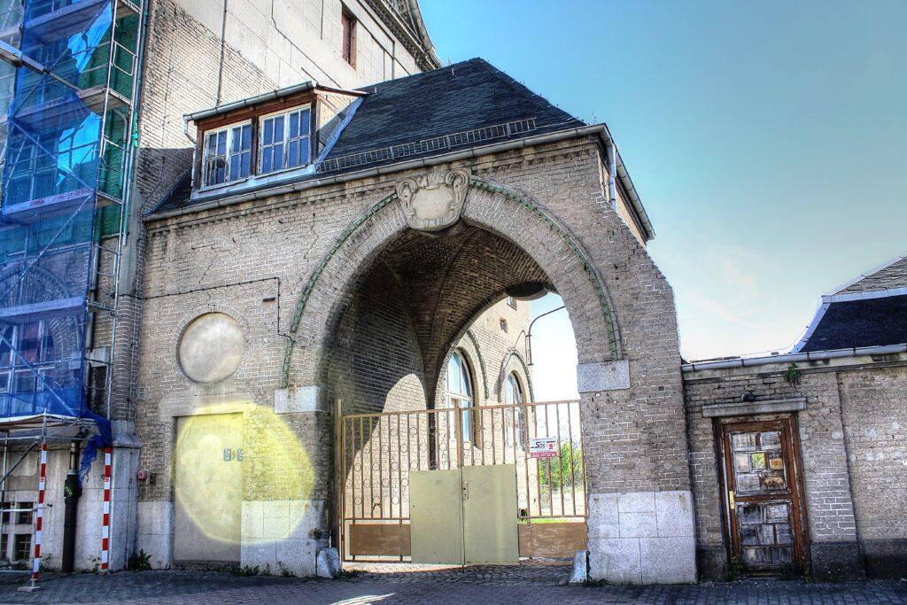 Fabriktorhaus des alten Verwaltungsgebäudes der Zementfabrik Dr. Gaspary & Co