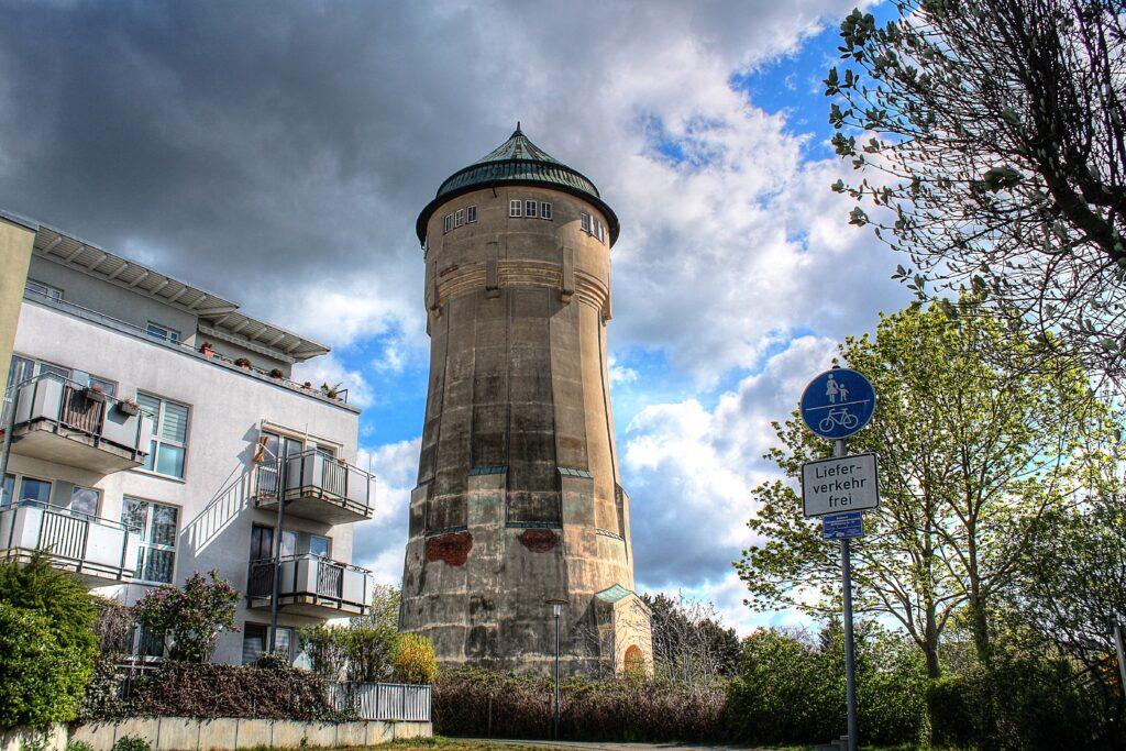 Wasserturm im Stadtteil Wahren, der auch für Lindenthal zuständig ist