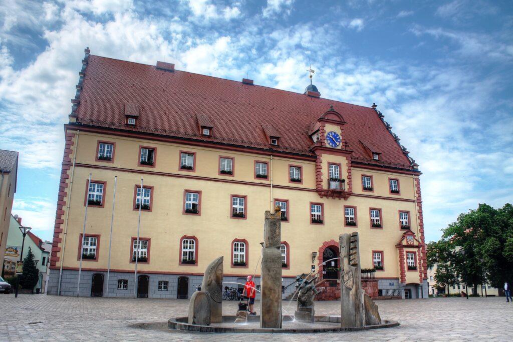 Rathaus Eilenburg mit dem Marktbrunnen