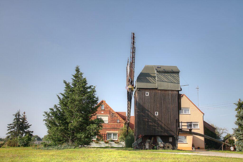 1748 und 1749 errichtete Bockwindmühle in Glaucha ist noch in Betrieb